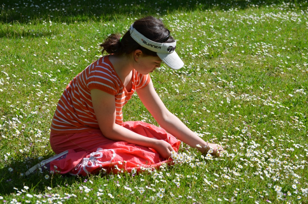 C10 picking daisies for a daisy chain