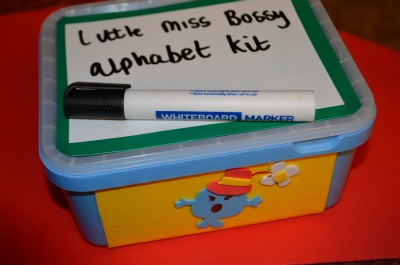 The box was made just like my numbers box, with an icecream tub, a magnetic board glued on top and decorated with foam at the sides