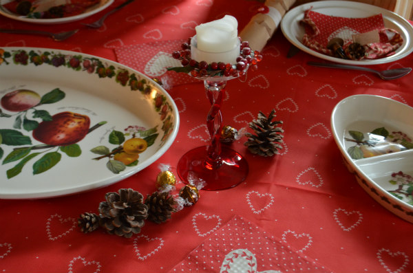Christmas-homemade-tablescaping-fir-cones
