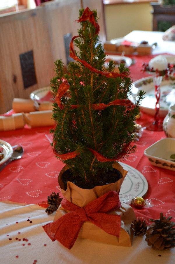 Christmas-homemade-tablescaping-fir-tree