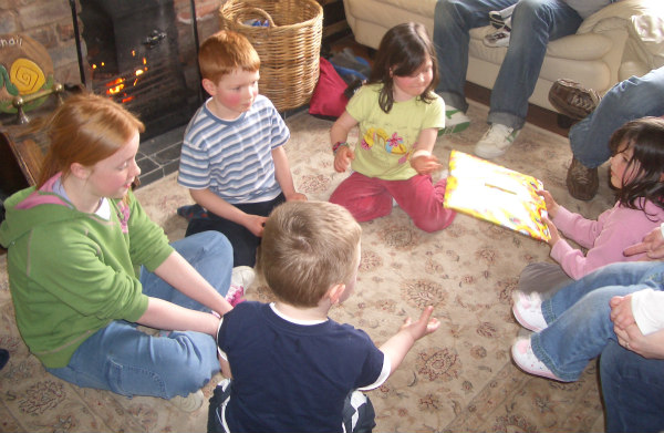 Dinosaur Party-pass the parcel